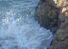 Фото туриста. волны в скалах