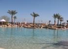 Фото туриста. бассейн у пляжа