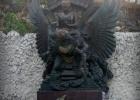 Фото туриста. Макет статуи, которая должна была тут быть.