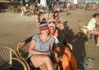 Фото туриста. Мы с Нассером возле врлейбольной площадки, я в шапке Бокао!=)