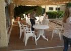 Фото туриста. столики возле бассейна