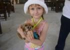 Фото туриста. Дочка с лемуром на змеиной ферме