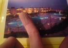 Фото туриста. взяла посмотреть буклет про отель