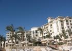 Фото туриста. Вид на отель с пляжа.