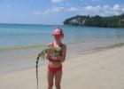 Фото туриста. Дочка Саша с неизвестным зверем на пляже Камала
