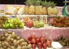 Фото туриста. экзотические фрукты